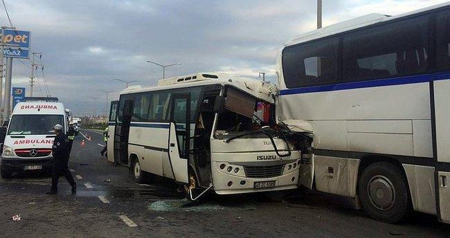 Manisa'da 2 işçi servisi çarpıştı: 19 yaralı