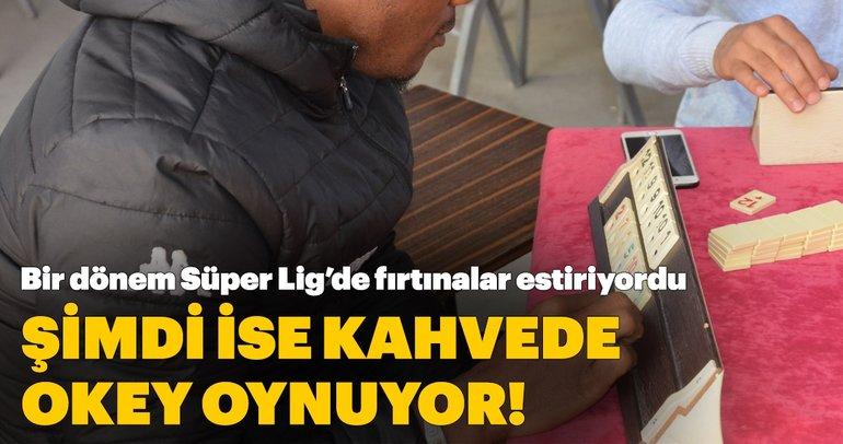 Bir dönem Süper Lig'de fırtınalar estiriyordu... Şimdi ise arkadaşlarıyla Sarayköy'de okey oynuyor