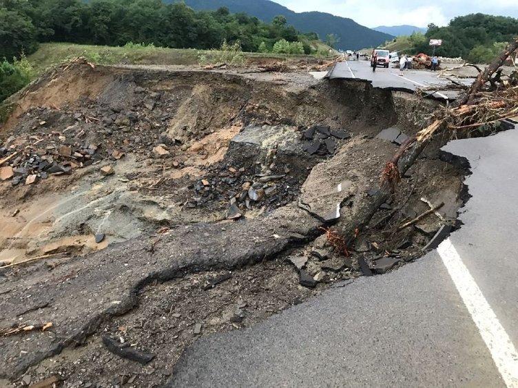 Son dakika: Bartın Sinop Kastamonu ve Samsun'da sel felaketi! Hastane tahliye edildi, yollar çöktü, köprüler yıkıldı...