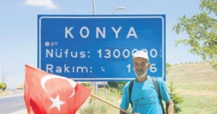 Türk bayrağıyla Ankara'ya yürüyor
