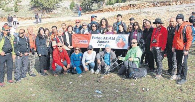 Doğaseverler dağcı Ferhat Adalı için yürüdü