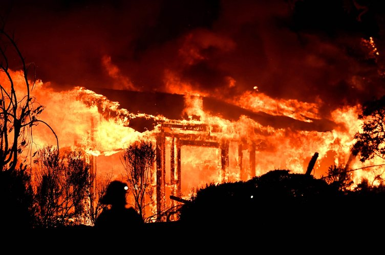 Kaliforniya'da yangın nedeniyle acil durum!