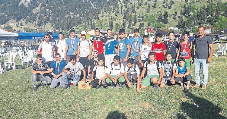 Ceyhan belediye güreş takımına ödül yağdı