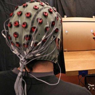 Bu robot beyin dalgalarından komut alıyor!