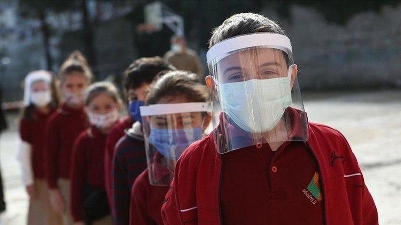 Türkiye genelinde ve İstanbul'da okullar kapanacak mı? Hangi şehirlerde okullar kapandı, yüz yüze eğitim bitti mi? İşte uzaktan eğitime geçen iller!