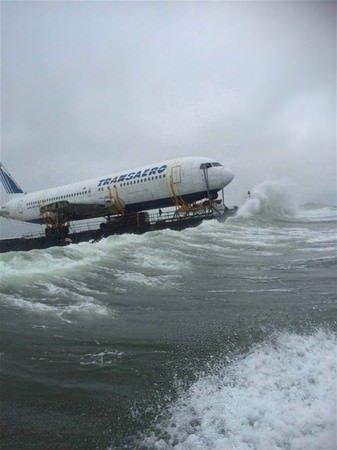 Uçak denize açıldı!