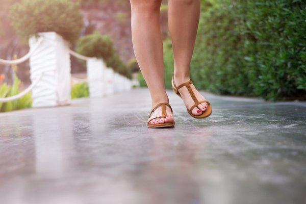 Yaza şık girmenizi sağlayacak sandalet modelleri