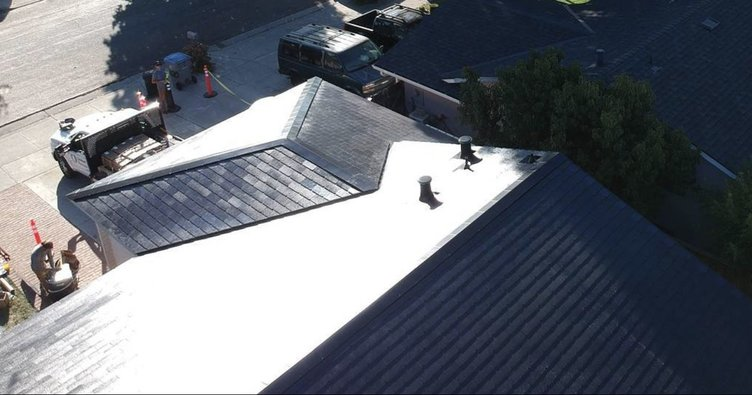 Tesla evin çatılarına da geliyor!