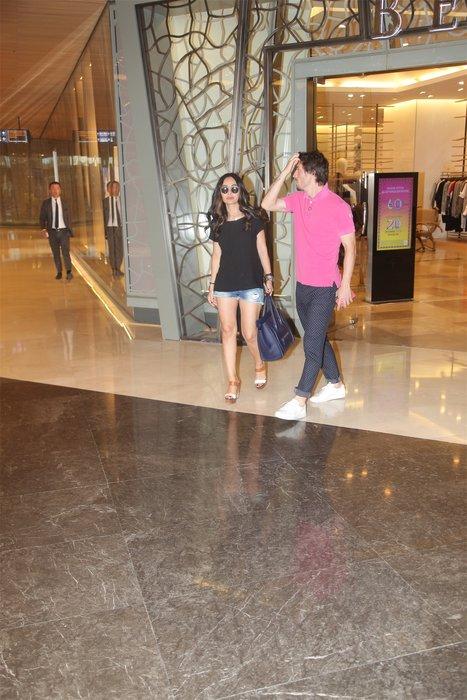 Güzel şarkıcı Betül Demir futbolcu sevgilisiyle ilk kez görüntülendi
