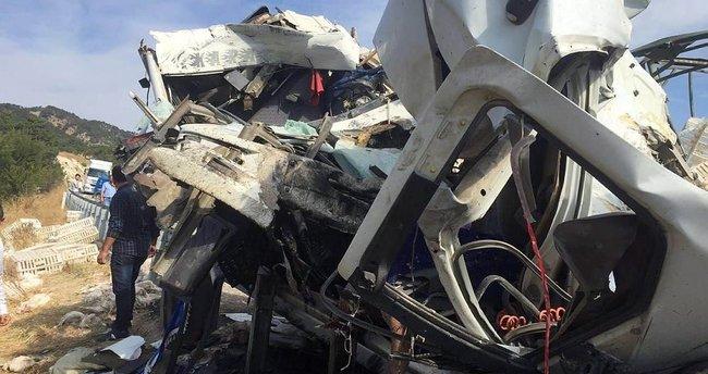 Bolu'da kamyonla TIR çarpıştı: 2 ölü, 1 yaralı