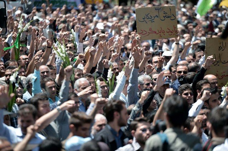 Yüzbinler sokağa döküldü! İran'da gergin Cuma