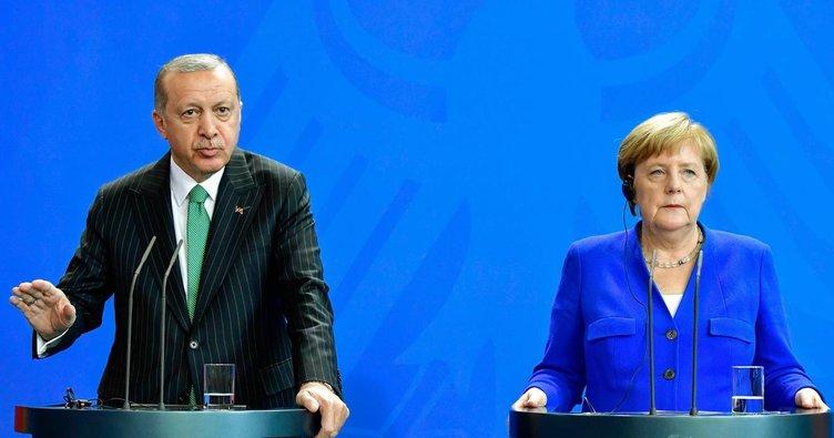 Erdoğan: Bu kişi (Can Dündar) ajandır, devletin sırlarını ifşa etmiştir