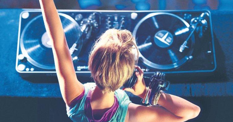 Bir gün herkes 15 dakikalığına DJ olacak