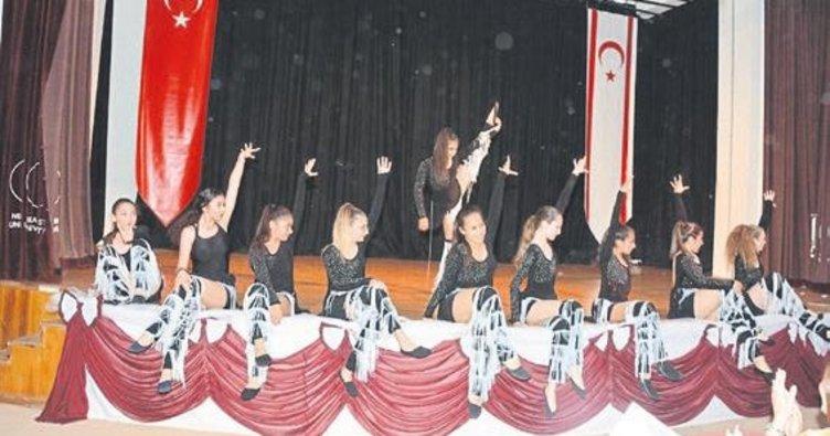 Öğrencilerin dans şöleni