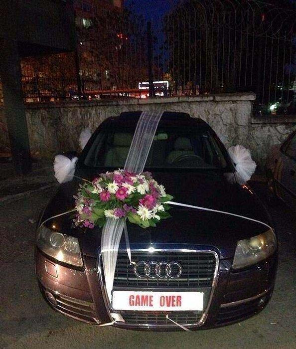 Gelin arabasına öyle bir yazı yazdı ki...
