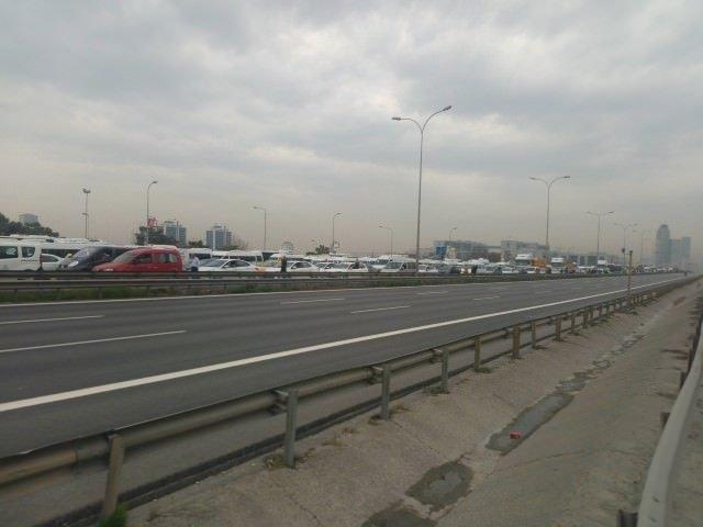 D-100 karayolunu trafiğe kapattılar!