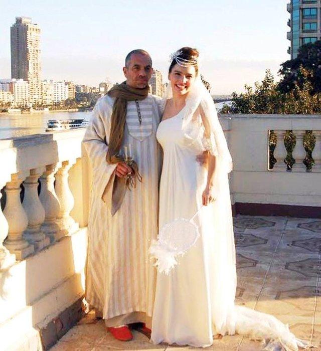 Serdar Erener'in elbisesi olay oldu