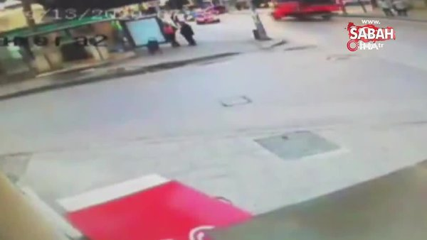 Ordu'da feci kaza kamerada...Kaldırımda duran vatandaşa çarptı | Video