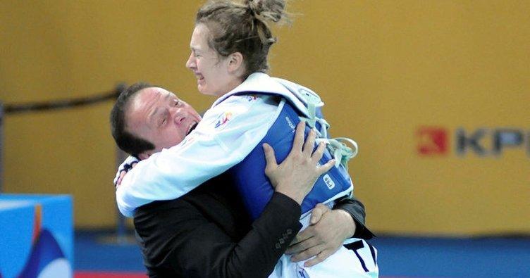 Dünya Şampiyonu Zeliha Ağrıs