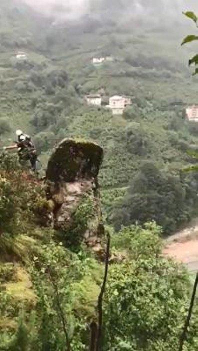 Uzungöl yolu üzerinde bulunan kayalar temizlendi