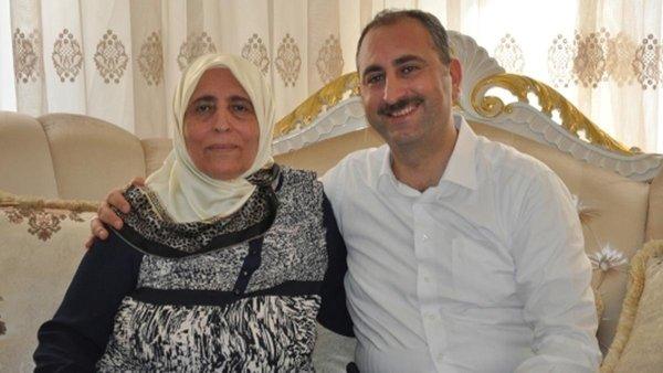 Sağlık Bakanı Koca duyurdu: Adalet Bakanı Abdülhamit Gül'ün annesi vefat etti 13