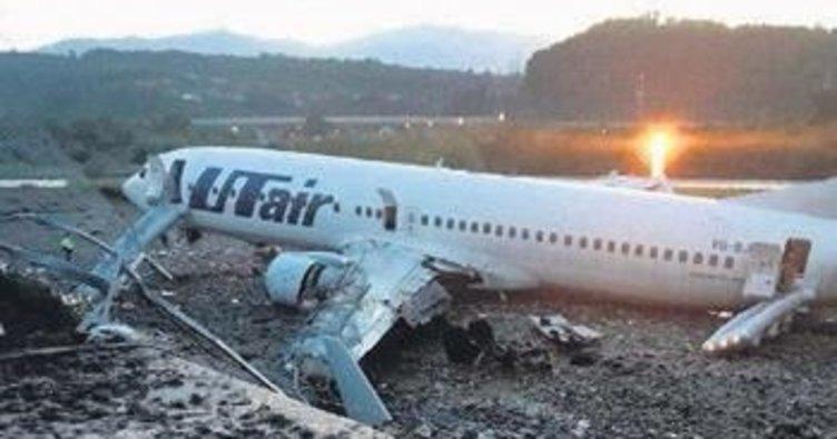 Rus uçağı alev aldı THY uçağı geri döndü