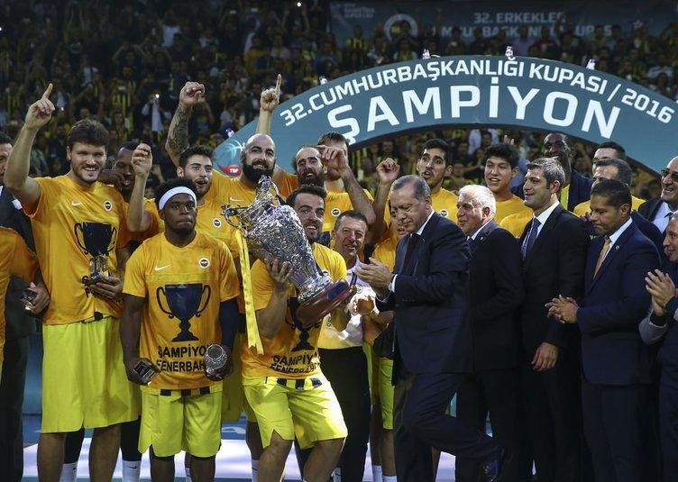 Fenerbahçe'ye kupayı Cumhurbaşkanı Erdoğan verdi