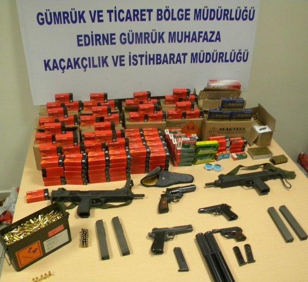 Minibüsten suikast silahları çıktı