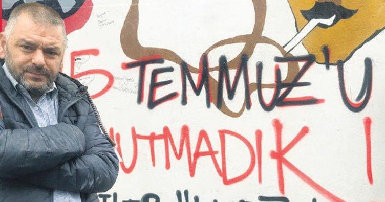 Berlin Duvarı'na 15 Temmuz mesajı