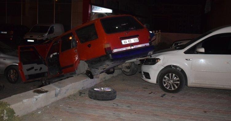 Malatya'da otomobil park halindeki araçların üzerine uçtu