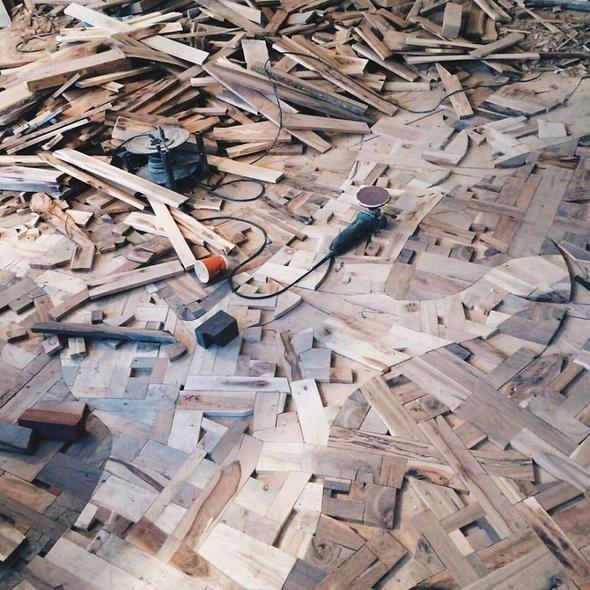 Topladığı tahtalardan bunu yaptı