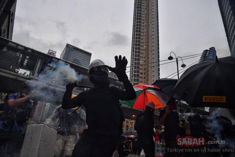 Hong Kong'da protestolar sürüyor! Ülke savaş alanına döndü...