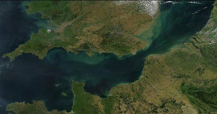 Atlas Okyanusu'na Manş Denizi'ne ve Akdeniz'e kıyısı olan tek ülke hangisidir? (Eyfel Kulesi)