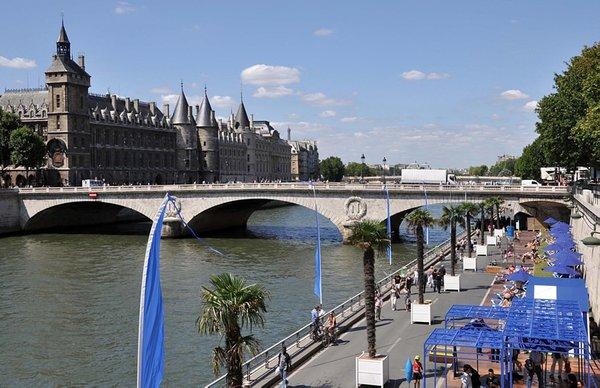 Paris'te geleneksel plaj keyfi