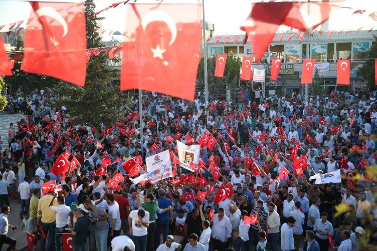 Suruç'ta Türk bayraklarıyla PKK terörüne tepki!