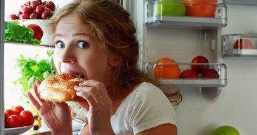 Sık sık açlık hissediyorsanız... İşte sürekli aç hissetmenize neden olan 8 hata!