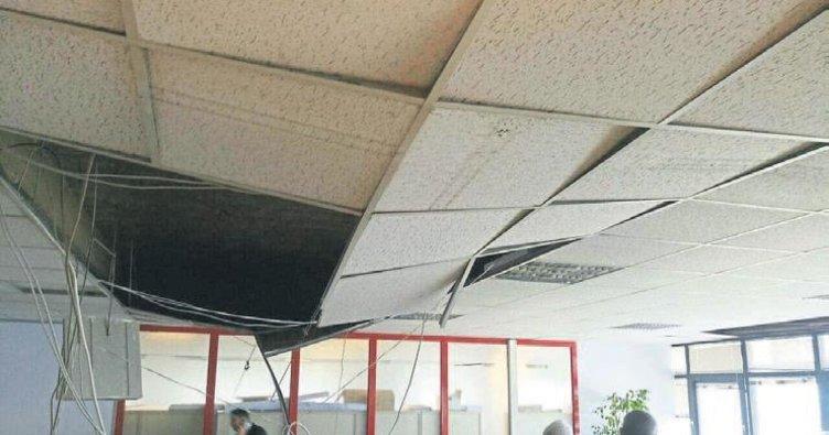 Büyükşehir'de tavan çöktü