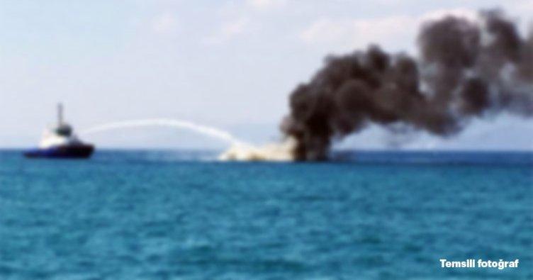Adalar açıklarında yat yangını