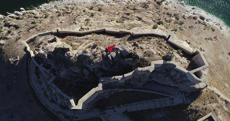 Pertek Kalesi, yerli ve yabancı ziyaretçilerini...