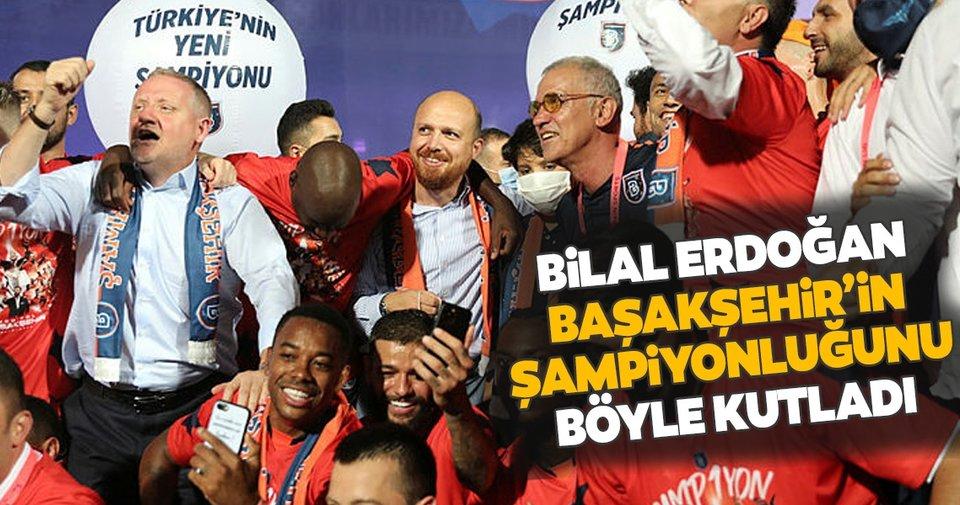 Bilal Erdoğan Başakşehir'in şampiyonluğunu sahada futbolcularla ...