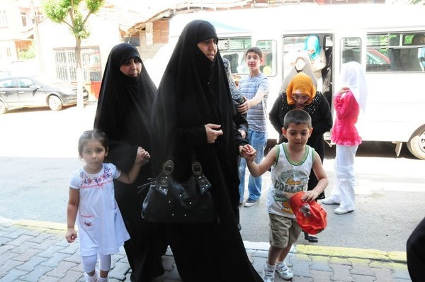 Ahmedinejad'ın yeğeni Türk kızı ile evlendi...
