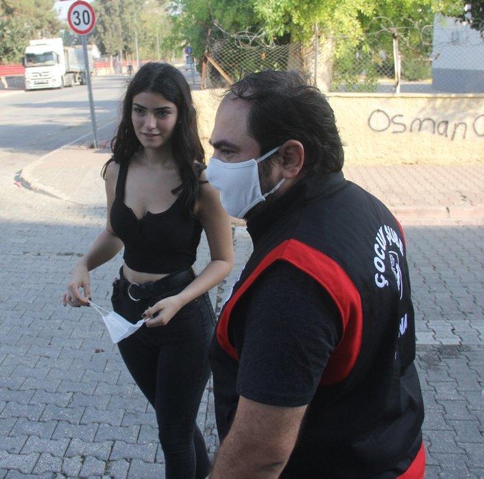 Maskesini takmayan kız polisi görünce kaçmaya başladı!