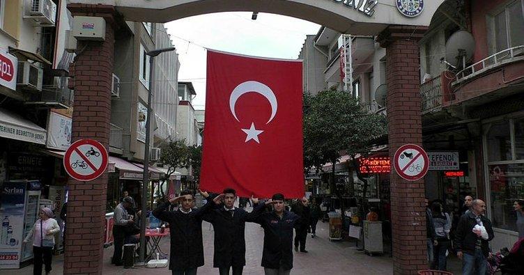 Bayrak sevgileri ile ünlü olan meslek liseliler ödüllendirildi