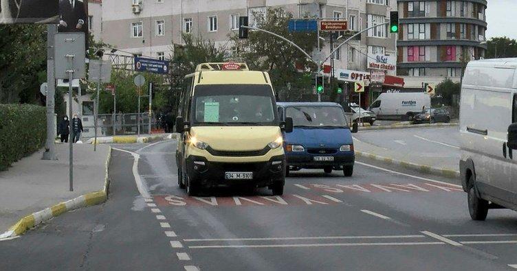 Küçükçekmece'de yolcu minibüsleri çarpıştı:3 yaralı