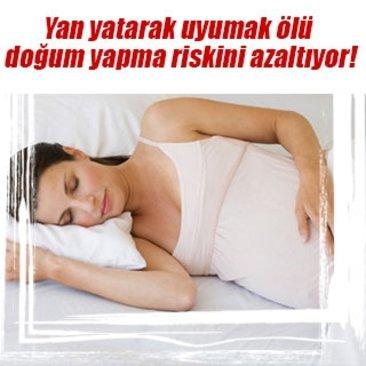 Yan yatarak uyumak ölü doğum yapma riskini azaltıyor