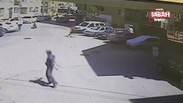 Sokakta yürüyen gençlere silahlı saldırı: 2 kişinin vurulduğu anlar kamerada   Video