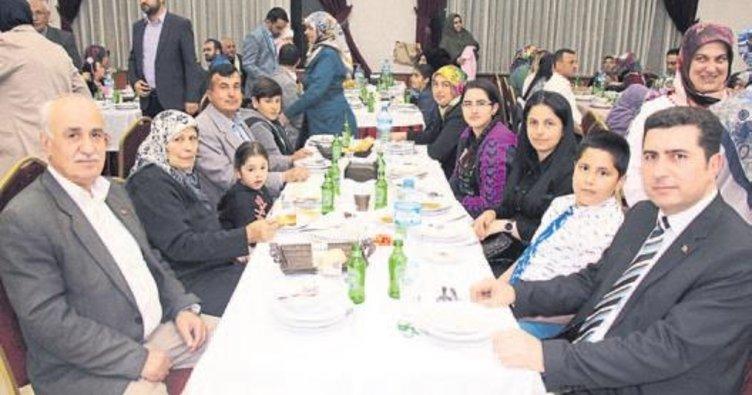 AK Partililer iftar yaptı