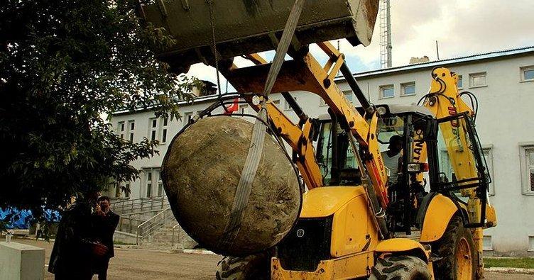 Moğollar'dan kalma 2 tonluk gülle bulundu