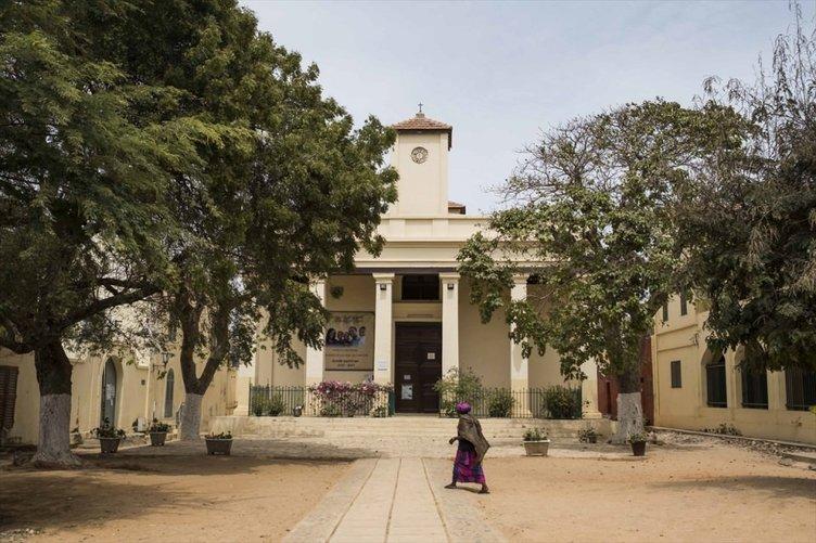 Senegal'de sömürgeciliğin izleri