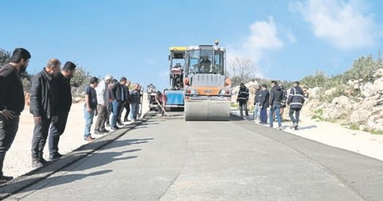 Erdemli'de yollar beton oluyor